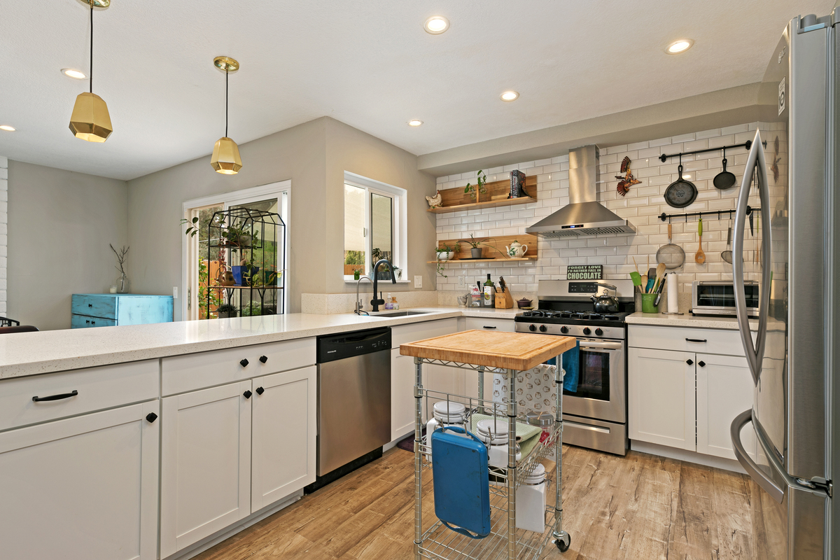 3189 Carr Carr Drive, Oceanside, California 92056, -3 Bedroom Bedrooms, ,-2 BathroomBathrooms,Home,For Sale,Carr Drive,1042